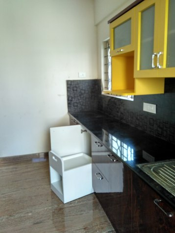 Yellow accents to brighten up the black fittings
