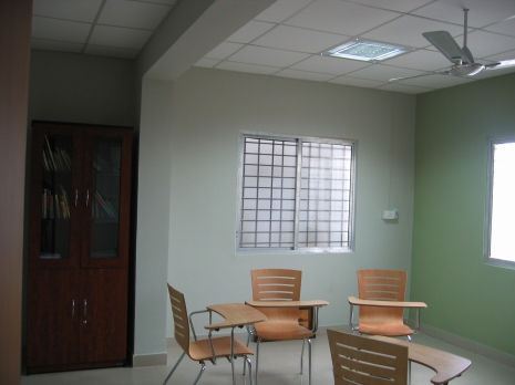 Group discussion rooms made fun with light pistachio walls