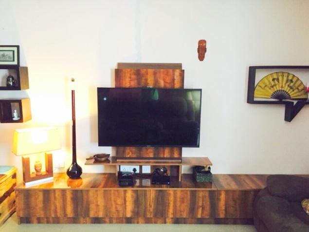 Textured wood display adds a vintage theme